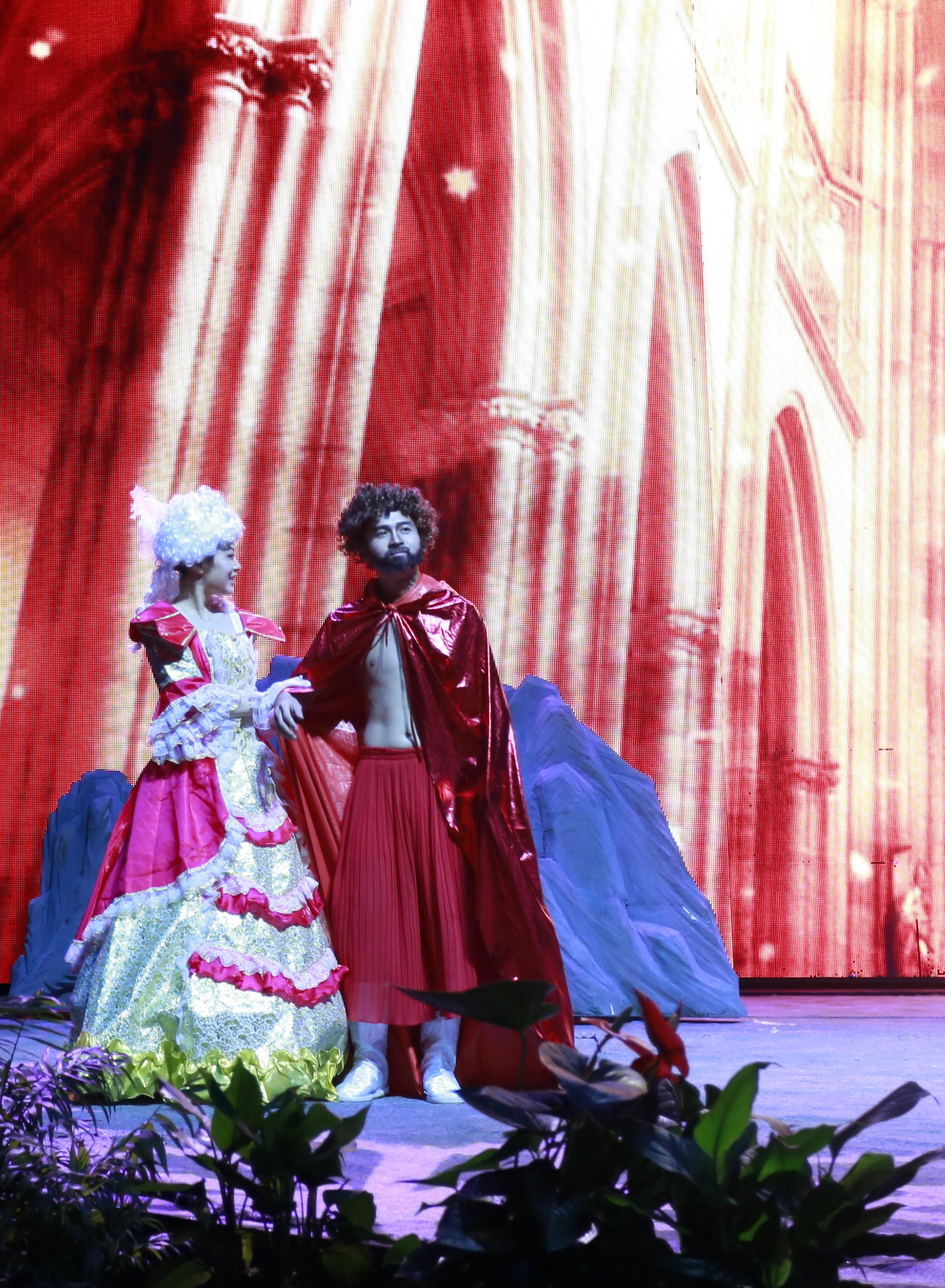《皇帝的新装》全国首演大获好评!